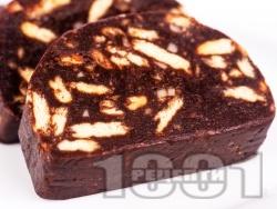Класически сладък салам / руло с бисквити, какао, шоколад и ром - снимка на рецептата
